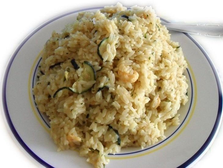 אורז עם קישואים ושמיר