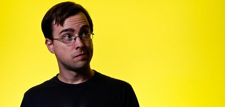 איש עם משקפיים