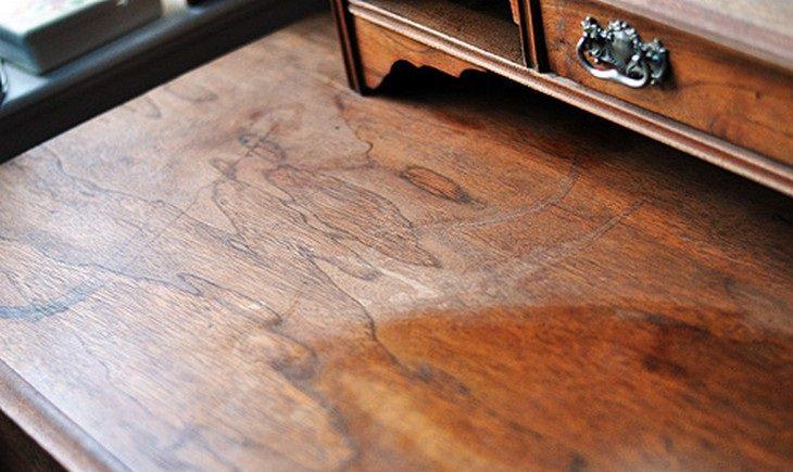 רהיט עץ ישן