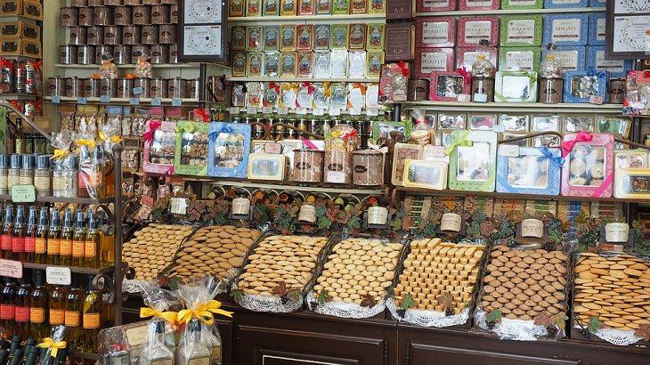 ממתקים בחנות ממתקים