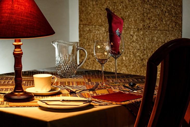 שולחן ערוך לסעודה של אדם אחד