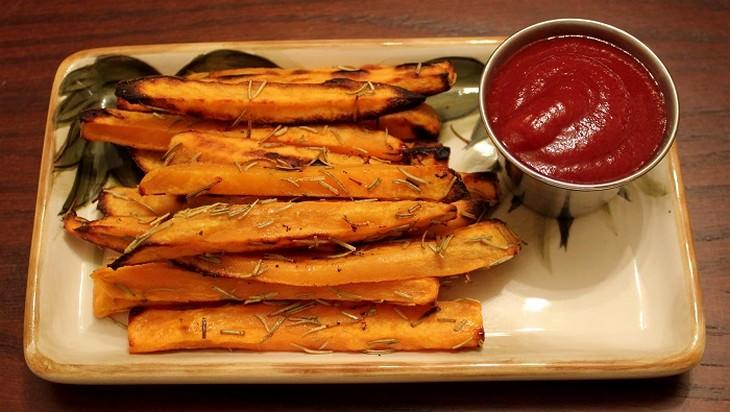 בטטות צלויות עם רוטב עגבניות לידן