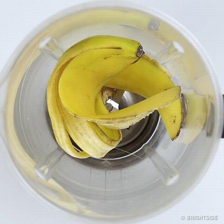 קליפת בננה בבלנדר