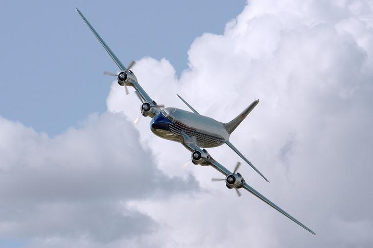 מטוס נוסעים באוויר