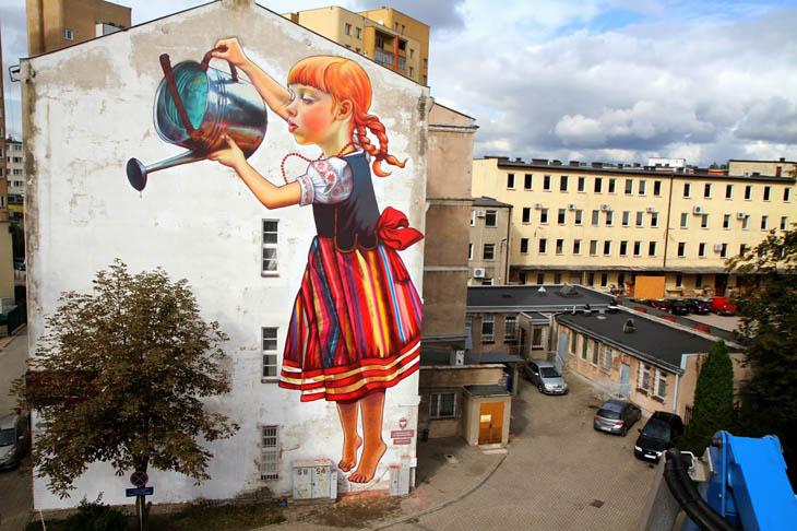 אומנות רחוב שמשתלבת עם צמחייה