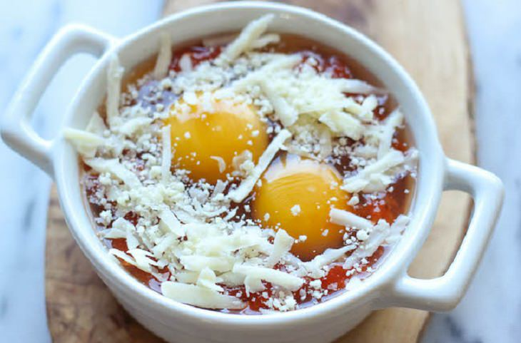 ביצים בנוסח איטלקי לפני אפייה