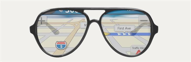 משקפיים שדרך העדשות שלהן רואים מפה של תוכנת ניווט