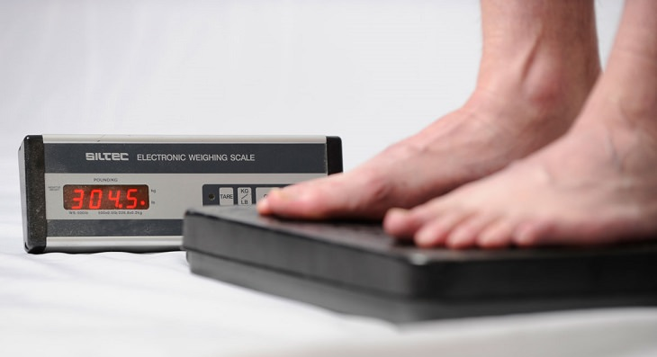 רגליים על משקל