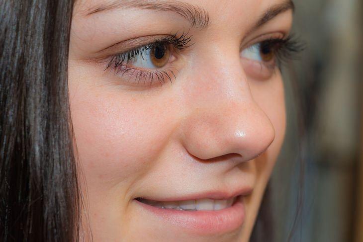 צילום תקריב של פנים של אישה