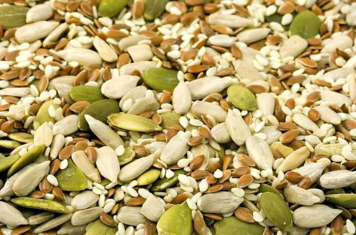 תערובת של זרעי חמנייה ודלעת
