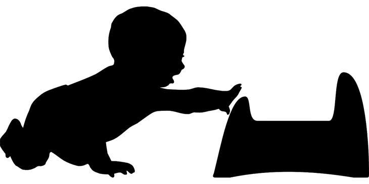 צללית של ילד מושיט יד לסיר לילה