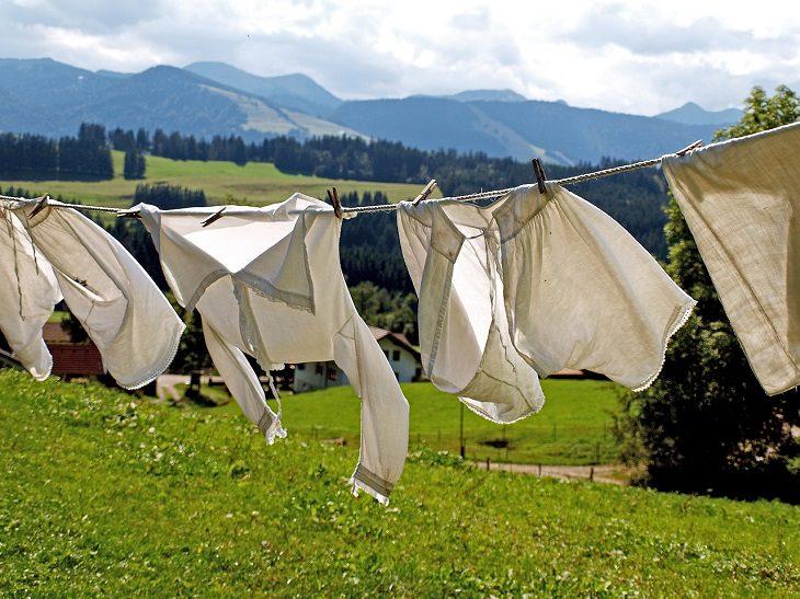 בגדים על חבל כביסה
