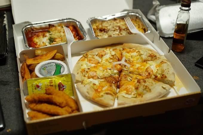 משלוח ארוז של פיצה ותוספות