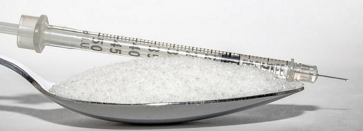 מזרק על כפית סוכר
