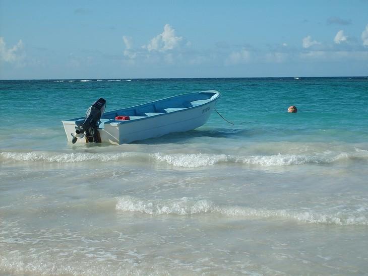 ים עם סירה עליו