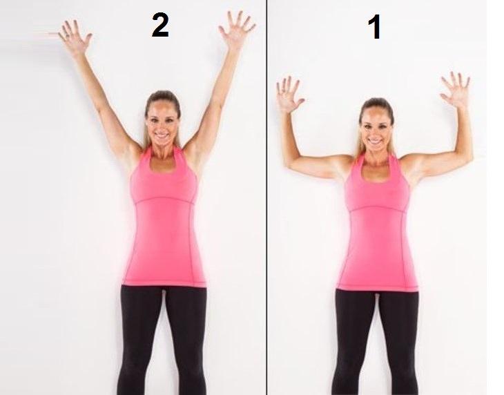 אישה מבצעת תרגיל לחיזוק עמוד השדרה העליון