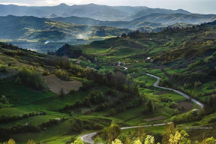 תמונות מרחבי רומניה: כפר בסיקואל