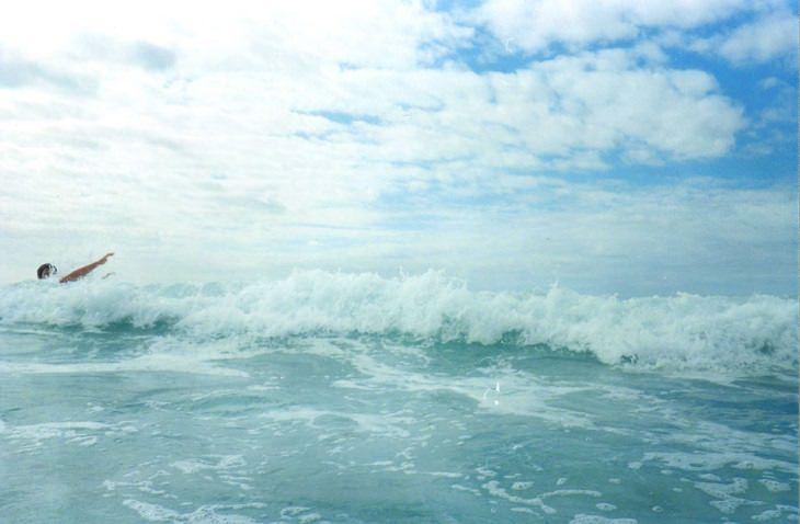 עצות למניעת טביעה: אדם טובע בים הפתוח