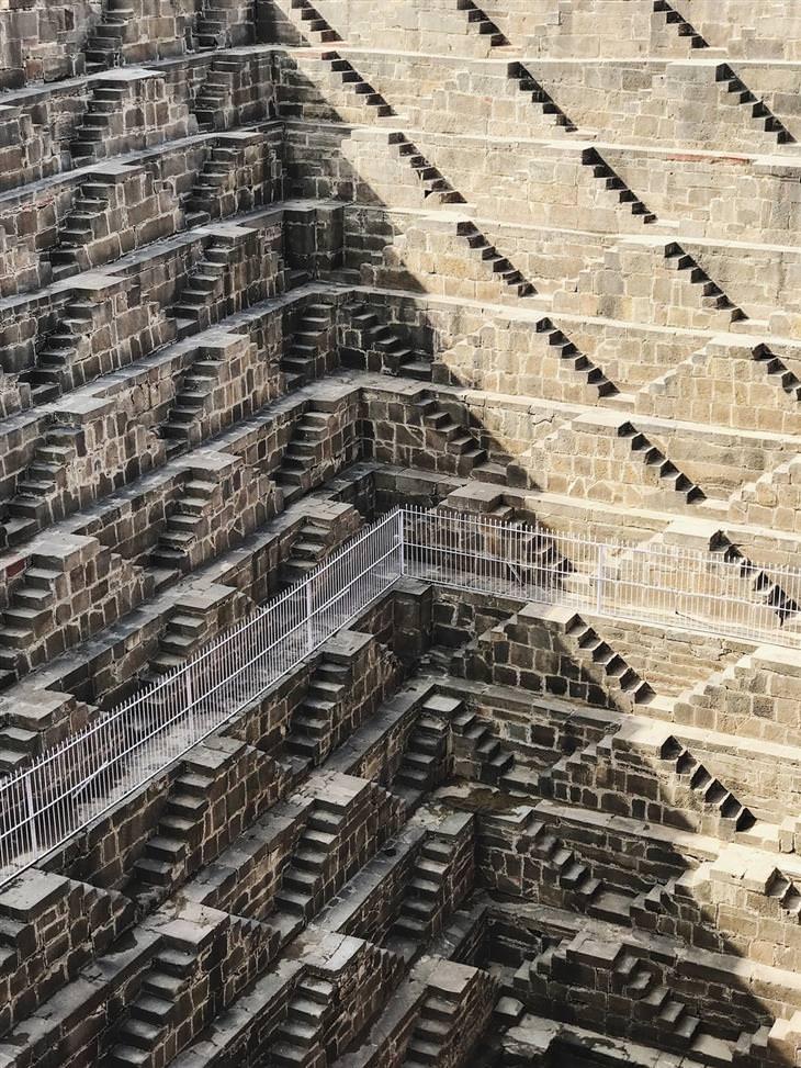 מדרגות בבאר צ'אנד באורי שבהודו