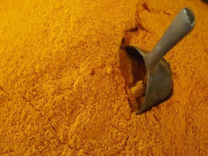 צמחים שמשפרים את התפקוד המוחי: אבקת כורכום