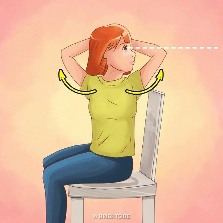 איור של אישה יושבת על כיסא ומסובבת את פלג גופה העליון הצידה