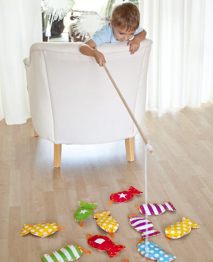 """פעילויות לילדים בקיץ: משחק """"דייג בסלון"""""""