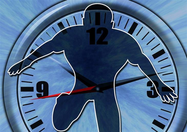 צללית של אדם מול שעון