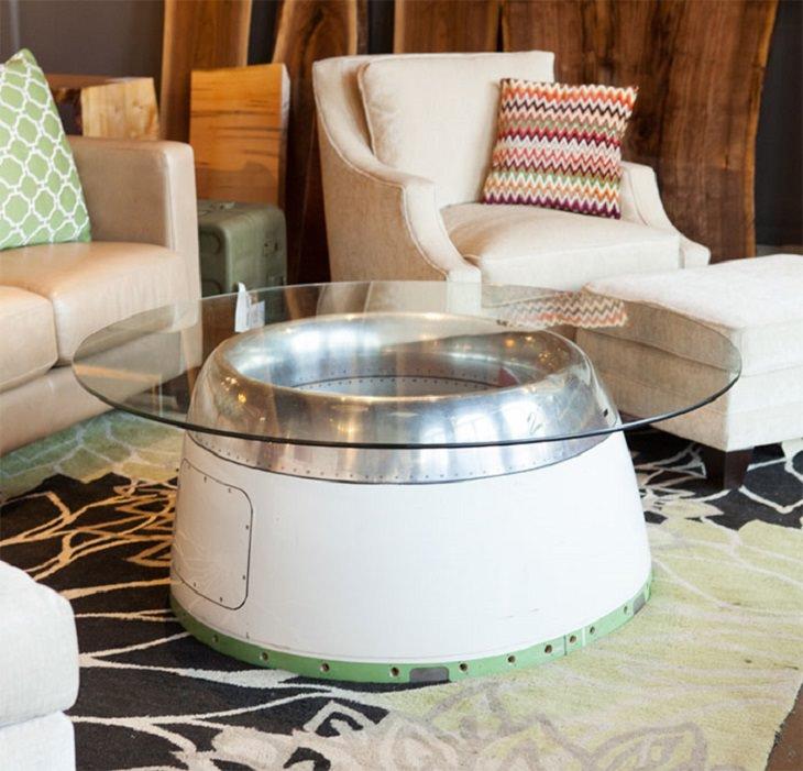רהיטים מיוחדים: שולחן מכיסוי מנוע מטוס