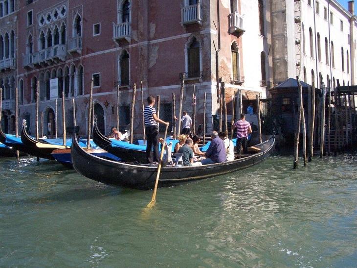 אתרי תיירות חלופיים: יציאה לשיט על הטרגטו בוונציה