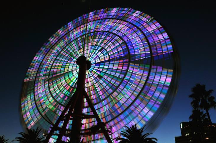 תמונות בחשיפה ארוכה: גלגל ענק מסתובב
