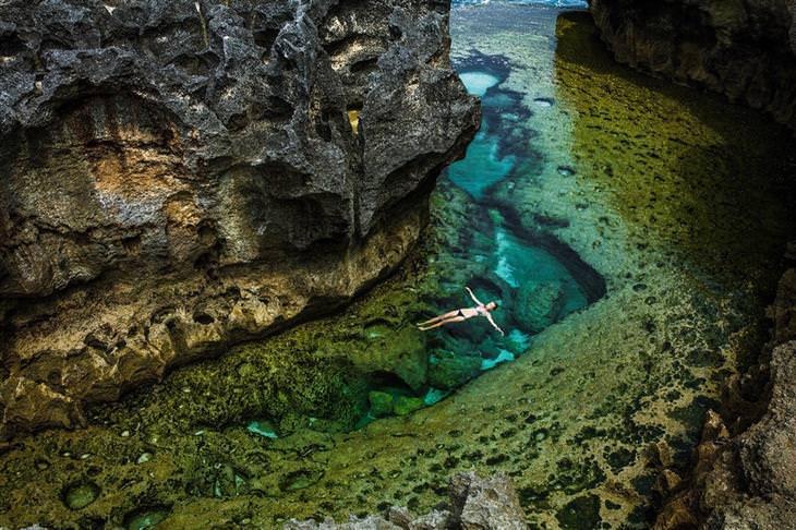 תמונות טבע: טבילה בלגונה מבודדת
