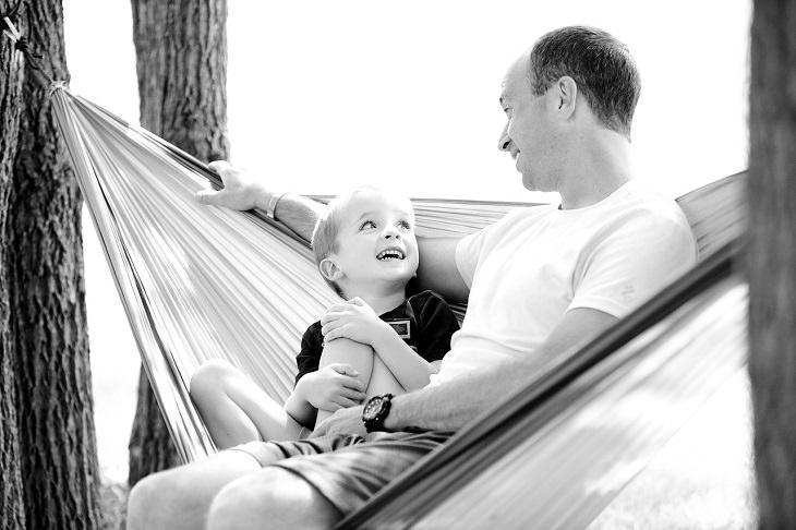 משפטי הזהב שילדים צריכים לשמוע: אב וילד משוחחים