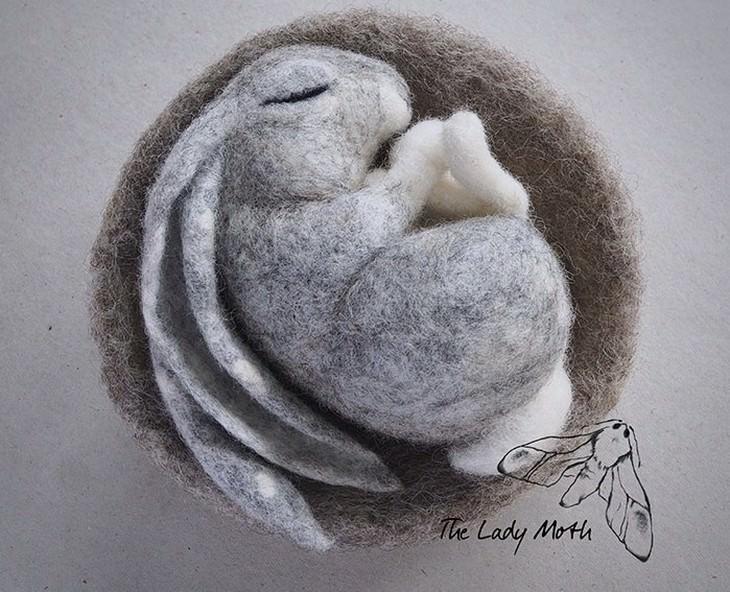 מוצרים מיוחדים מרקמת לבד: ארנב ישן בקן