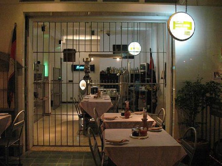 מסעדות מוזרות: מסעדת פורטצ'ה מדיציה, וולטרה, איטליה