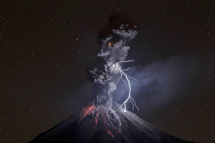 תמונות מתחרות צילומי טבע: הר געש מתפרץ
