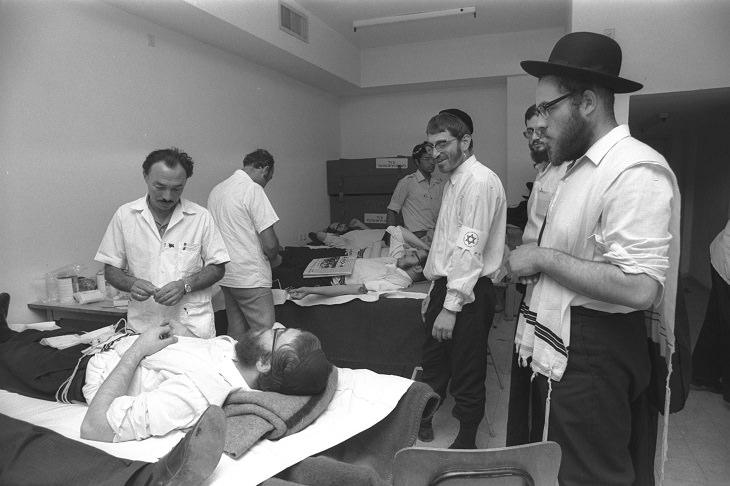 תמונות נוסטלגיות של חגי תשרי: דתיים במעדה לתרומות דם