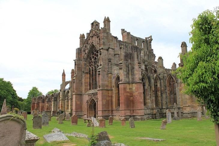 מסלולים לטיולי יום בבריטניה: מנזר מרלוס