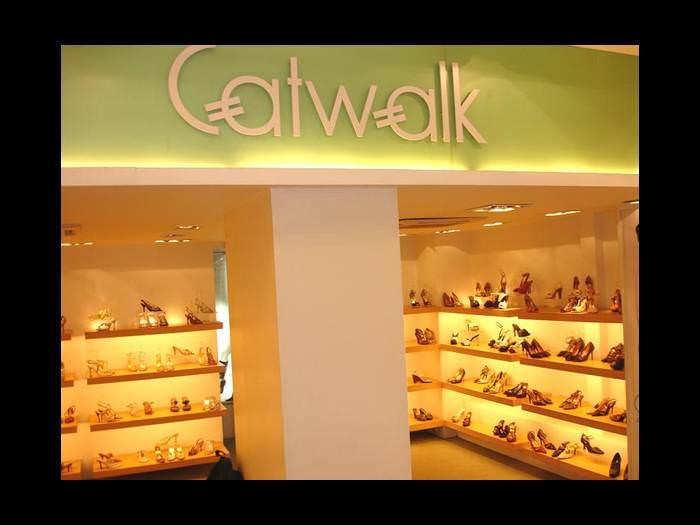 מפעל בהודו ליצור נעליים