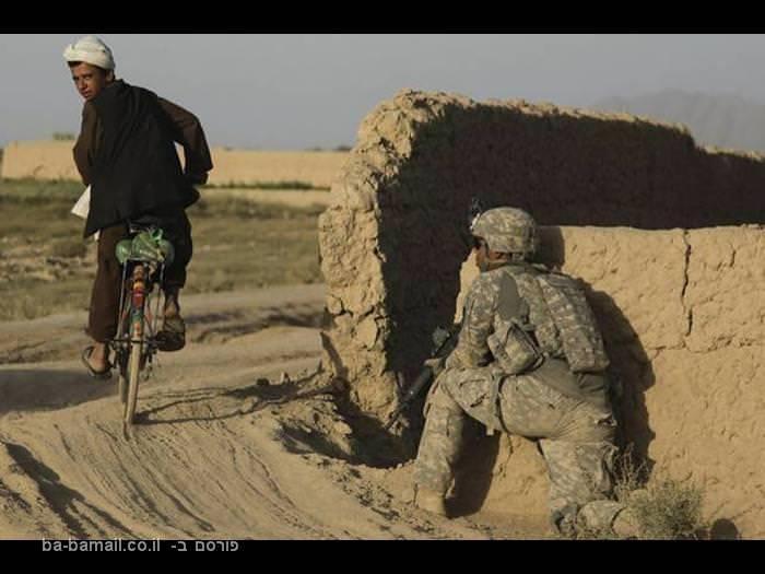 אפגניסטן, חייל אמריקאי, רוכב אופניים, ילד אפגני