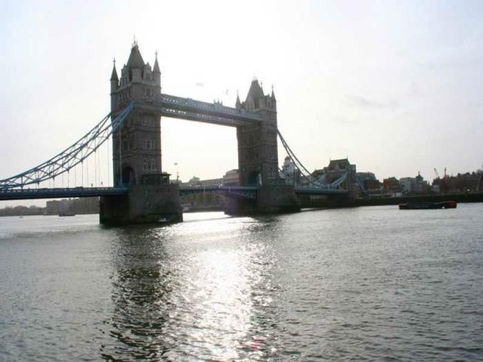 גשר לונדון ממש מקווה לא להתמוטט, לא שוב
