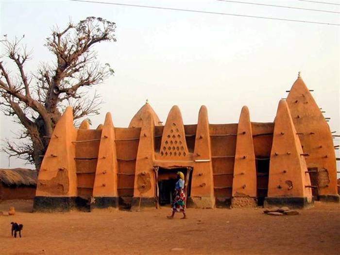 שאיפות לדמוקרטיה באפריקה? גאנה הייתה שם קודם