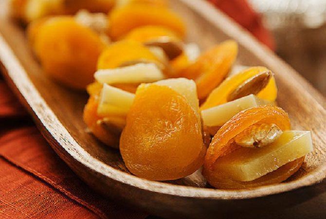 מתכון למשמש מיובש במילוי גבינה ושקדים