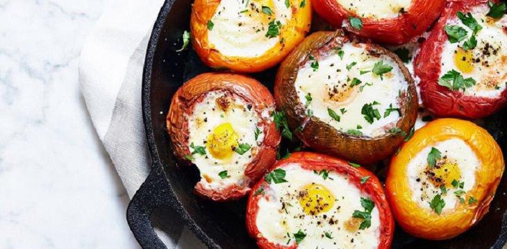 מתכון לעגבניות ממולאות בביצים וגבינת פרמז'ן