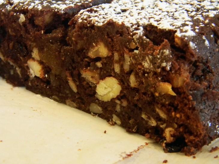 מתכון לעוגת שוקולד בחושה של הקונדיטור מוטי רז, עורך המתכונים של בא-במייל