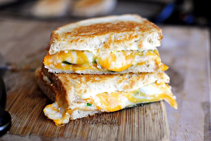 מתכון לטוסט גבינות וחלפיניו