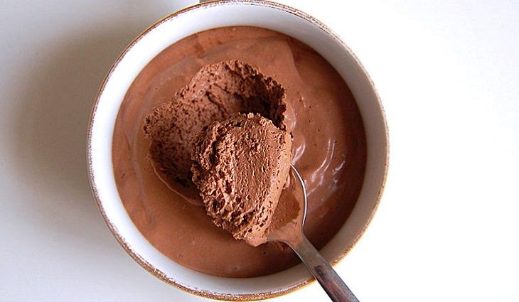 מתכון למוס שוקולד ואגוזים