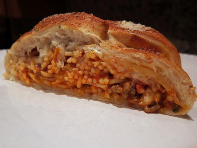 מתכון לספגטי בלחם עם גבינה ורוטב עגבניות