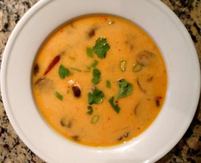 מתכון למרק עוף תאילנדי חריף