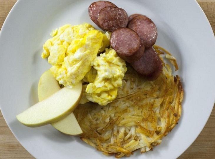 מתכון לביצה מקושקשת עם נקניק